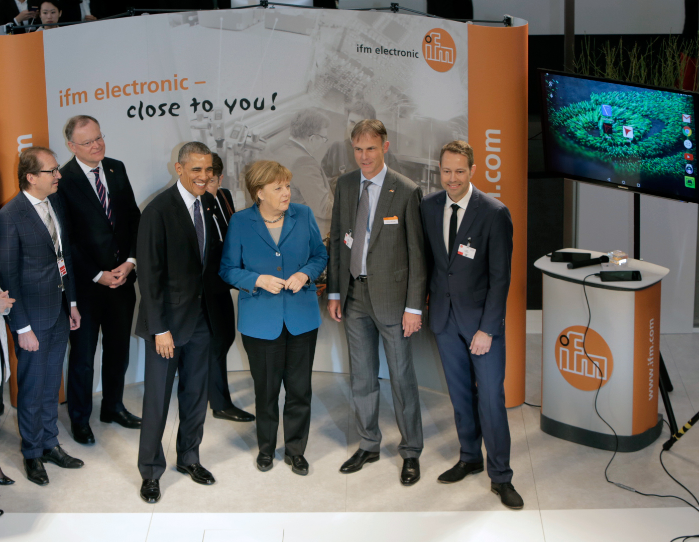 Merkel and Obama visit IFM exhibition stand
